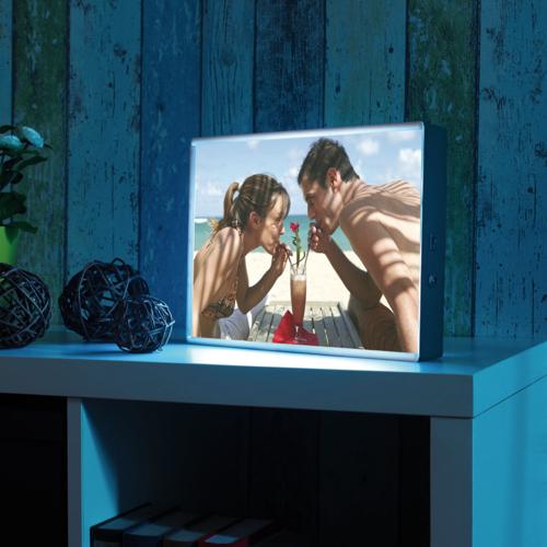 Boîte d'affichage lumineuse pour mettre en avant une photo souvenir de votre partenaire.