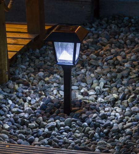 Lanterne de jardin avec effet blanc froid.