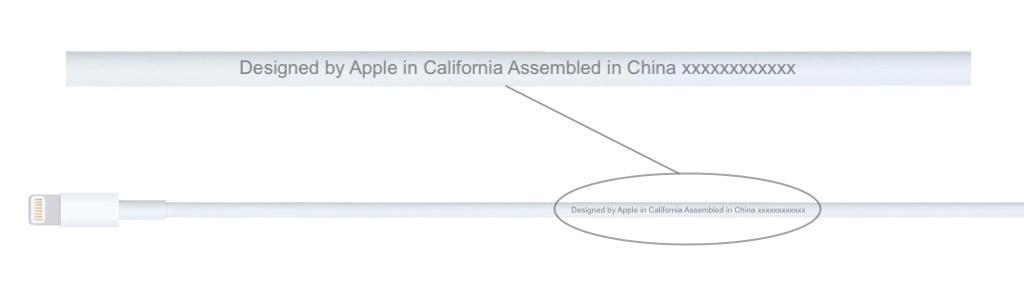 """Le marquage """"Designed by Apple"""" d'un câble certifié par Apple."""